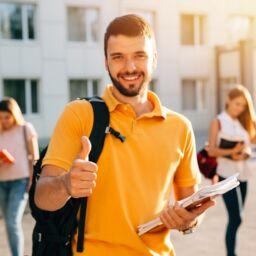 Estudiante sonriente